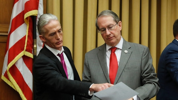 House Judiciary Committee Chairman Bob Goodlatte (R) talks with Rep. Trey Gowdy (R-SC) during a House Judiciary Committee hearing on oversight of the Justice Department on Capitol Hill in Washington, U.S., November 14, 2017. REUTERS/Aaron P. Bernstein - HP1EDBE1FU1S5