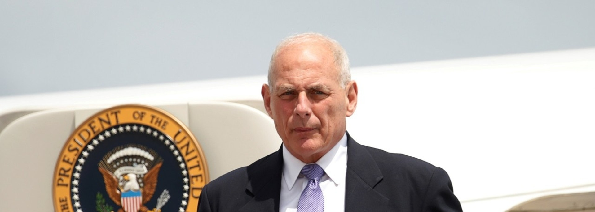 White House Chief of Staff John Kelly steps from Air Force One, to accompany U.S. President Donald Trump to nearby Camp David for a meeting with the National Security Council, in Hagerstown, Maryland, U.S., August 18, 2017. REUTERS/Kevin Lamarque - RC1FBFCF94D0