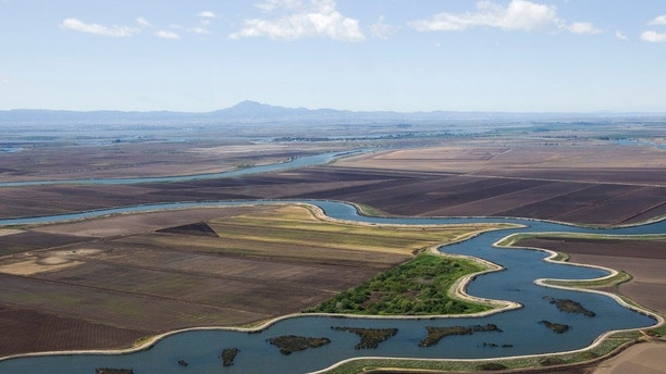 An aerial view of the Sacramento-San Joaquin Delta in California April 15, 2009. Following an aerial tour of the Delta, Governor Arnold Schwarzenegger and Secretary Ken Salazar announced $260 million in economic stimulus projects from the American Recovery and Reinvestment Act to help California address its long-term water supply challenges and drought conditions. REUTERS/Robert Durrell/Pool (UNITED STATES ENERGY POLITICS) - GM1E54G0KTS01