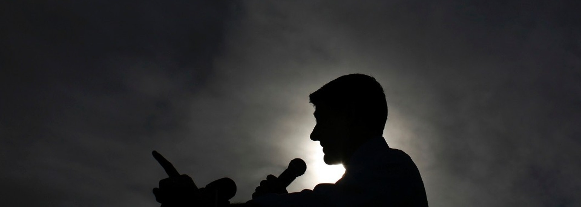 Republican vice presidential candidate Paul Ryan attends a campaign event at Johnson's Corner in Johnstown, Colorado November 5, 2012. REUTERS/Eric Thayer (UNITED STATES - Tags: POLITICS ELECTIONS USA PRESIDENTIAL ELECTION) - GM1E8B60HPU01