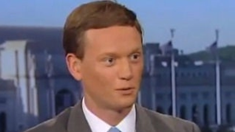 Former Obama national security spokesman Tommy Vietor was forced to apologize after mocking Kentucky Republican Sen. Rand Paul for being assaulted by his neighbor.