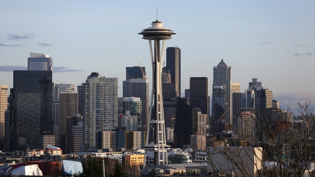 The Space Needle is seen on the skyline of tech hub Seattle, Washington, U.S. February 11, 2017.  REUTERS/Chris Helgren - RC1F28C369D0