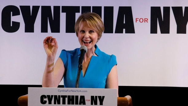 Actress Cynthia Nixon announces that she is running for Governor of New York at a campaign stop in Brooklyn, New York, U.S., March 20, 2018. REUTERS/Shannon Stapleton - RC1CC75DF670
