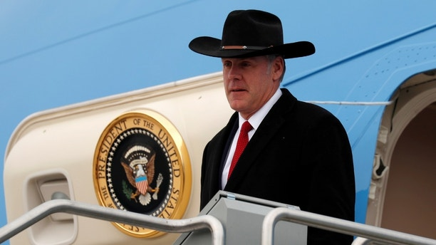 Interior Secretary Ryan Zinke steps from Air Force One as U.S. President Donald Trump arrives in Salt Lake City, Utah, U.S., December 4, 2017. REUTERS/Kevin Lamarque - RC1F078627E0