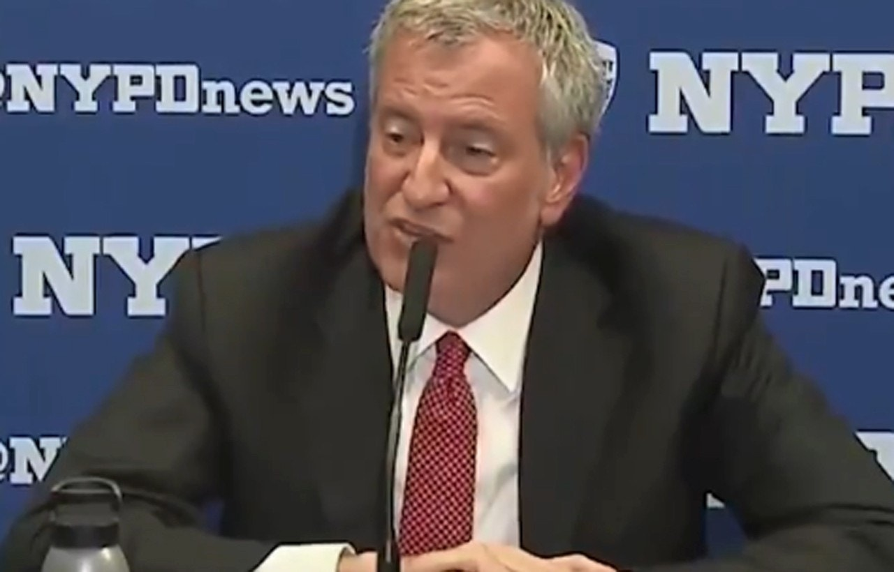 photo image De Blasio lets security haul away Post reporter for asking question