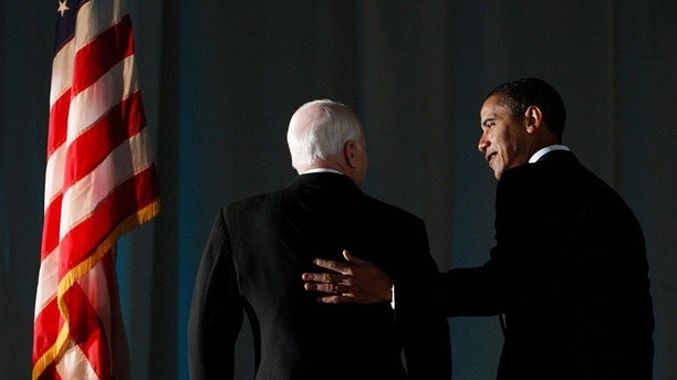 U.S. President-elect Barack Obama speaks with U.S. Senator John McCain (R-AZ) at a bipartisan dinner honoring McCain in Washington, DC January 19, 2009.    REUTERS/Jim Young    (UNITED STATES) - GM1E51K0NSN01