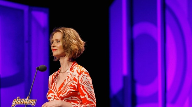 Actress Cynthia Nixon addresses the crowd during the 18th annual Gay & Lesbian Alliance Against Defamation (GLAAD) award show in New York March 26, 2007. REUTERS/Lucas Jackson (UNITED STATES) - GM1DUXESMMAA