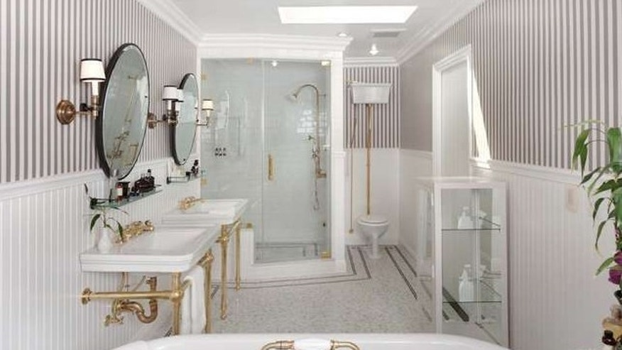 A Regency-style bathroom.