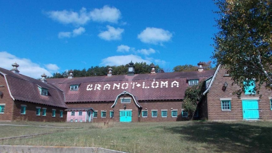 Granot Loma's grand exterior.