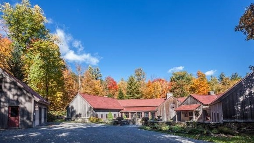 The barn's picture-perfect autumnal exterior.