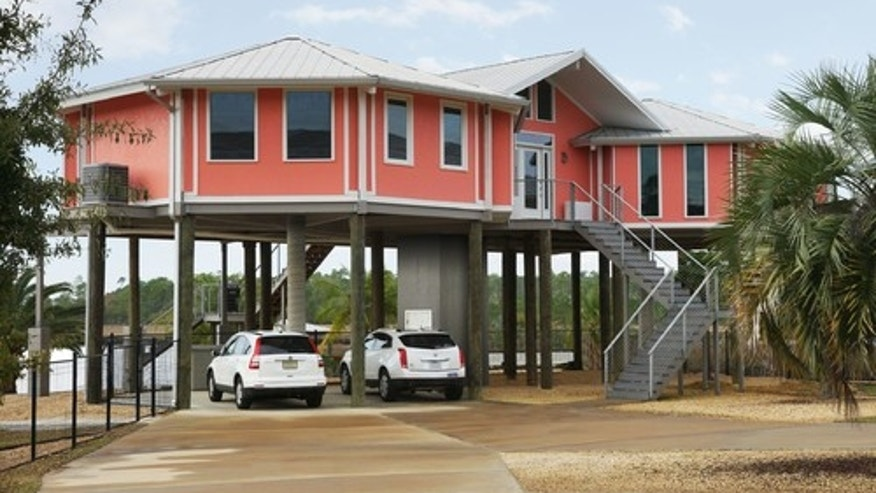 Beach-style exterior by Clemmons design-build firms TOPSIDER HOMES
