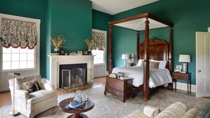 Southern colonial bedroom