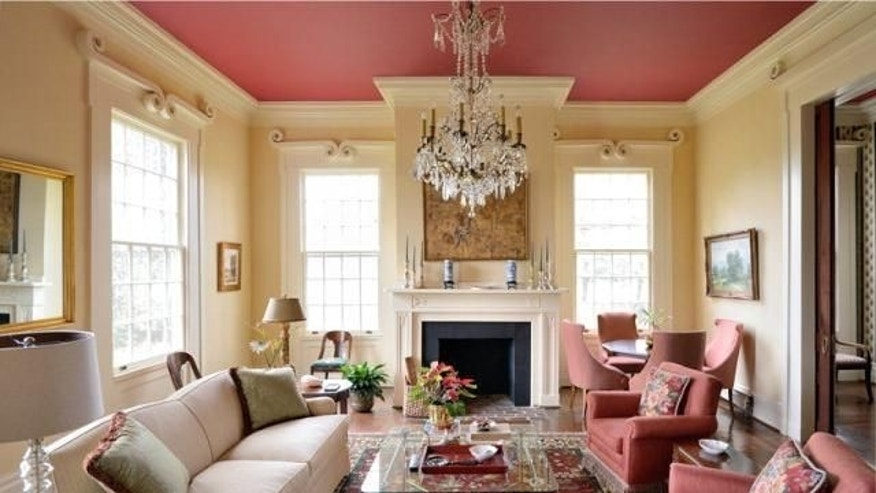 Southern colonial parlor