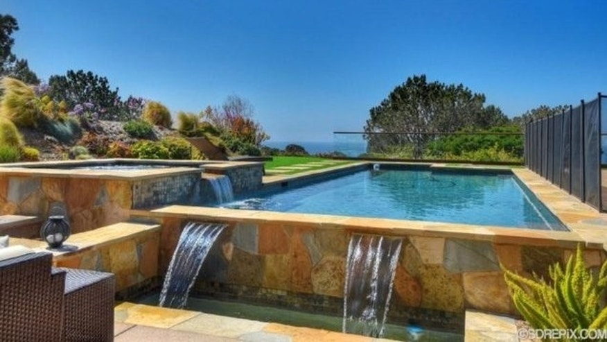 Pool/spa combo with water features