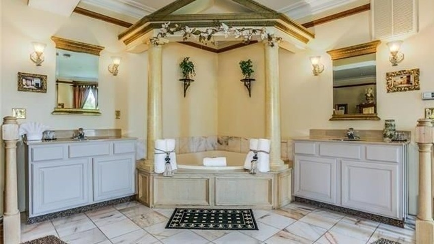 Campbell castle master bath