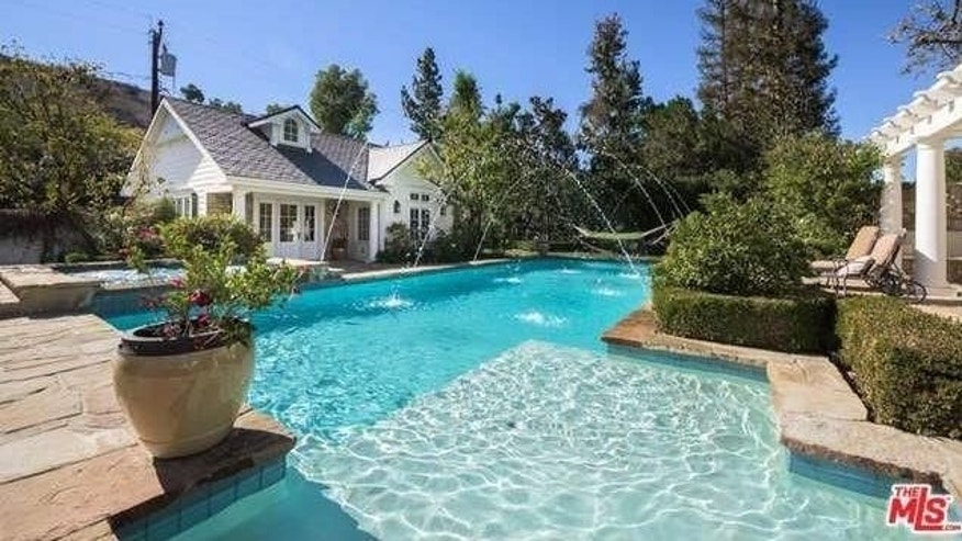 Derek Fisher's pool and guest house