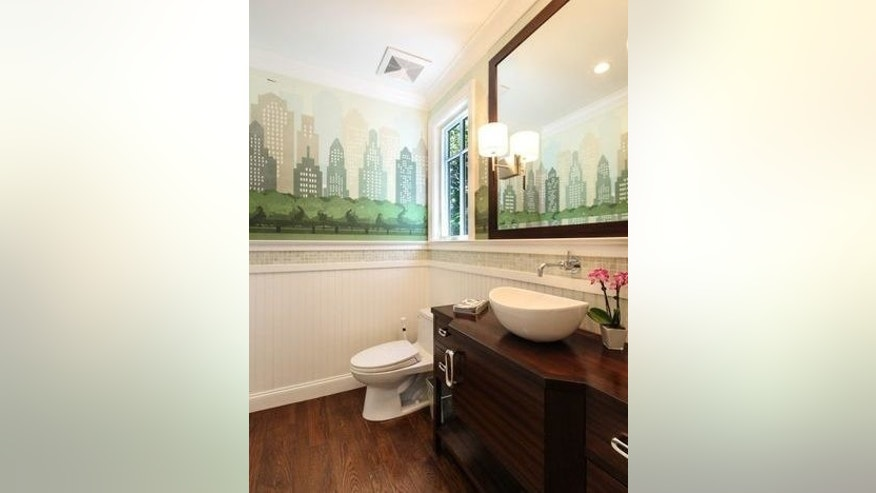 Kevin Nealon's California bathroom with a New York skyline