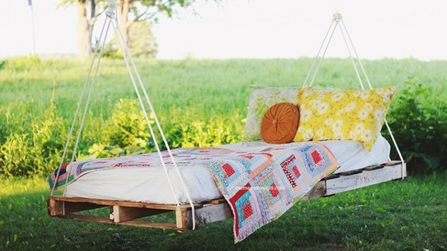 pallet day bed swing upcycled furniture