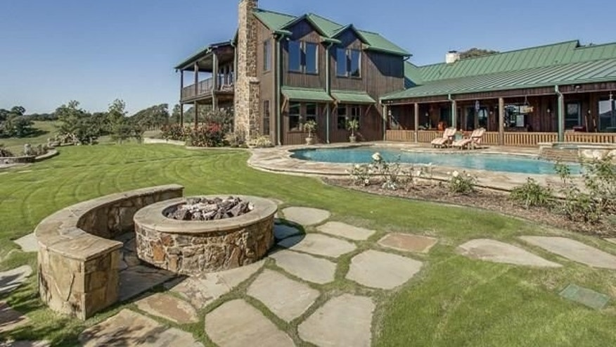 An outdoor pool and fire pit provide great entertainment space.