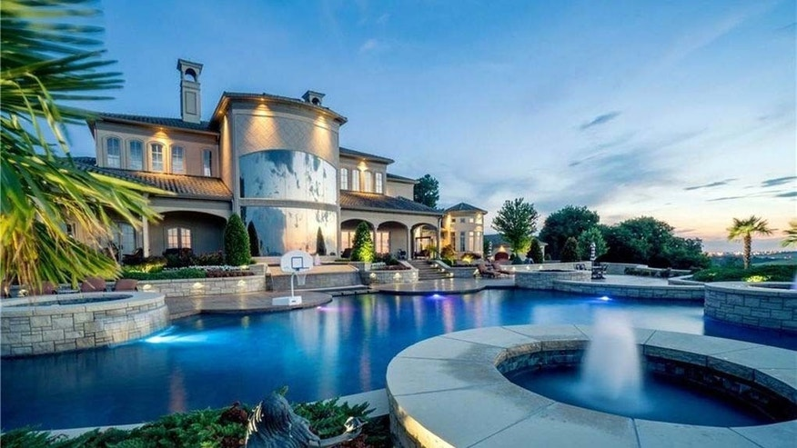 Arkansas most expensive home; pool and fountain