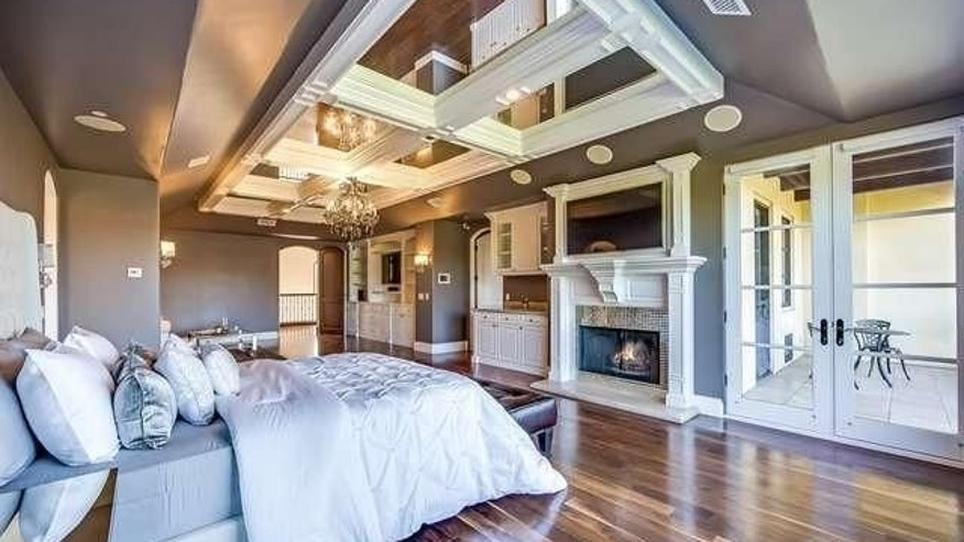 Chris Paul's master bedroom with the mirrored ceiling