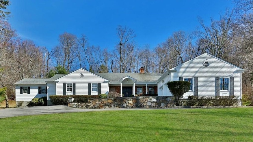Clintons buys another home in Chappaqua.