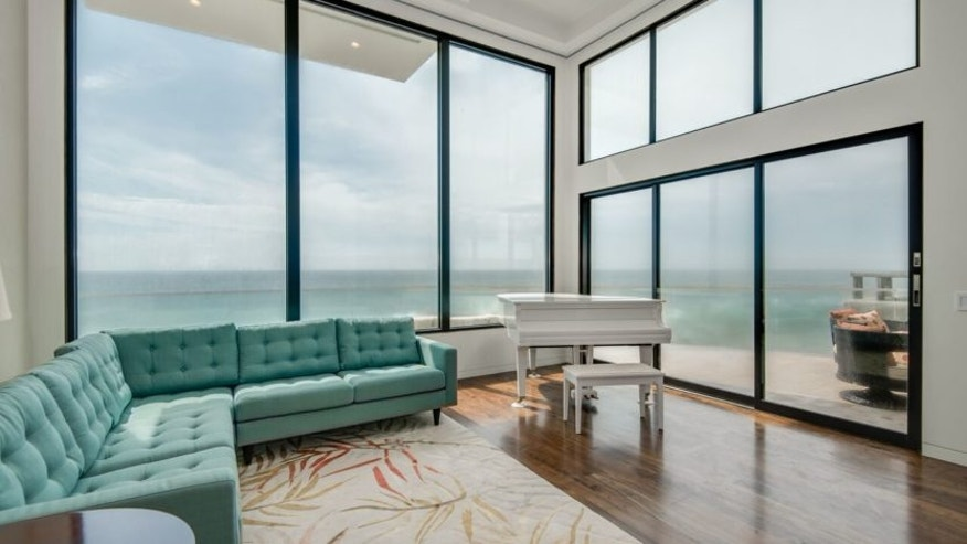 Living room of Barry Manilow's former beach house