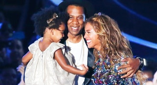 Beyonce smiles with Jay-Z and daughter Blue Ivy after accepting the Video Vanguard Award on stage during the 2014 MTV Video Music Awards in Inglewood, California August 24, 2014. REUTERS/Lucy Nicholson (UNITED STATES - Tags: ENTERTAINMENT) (MTV-SHOW) - RTR43KPM