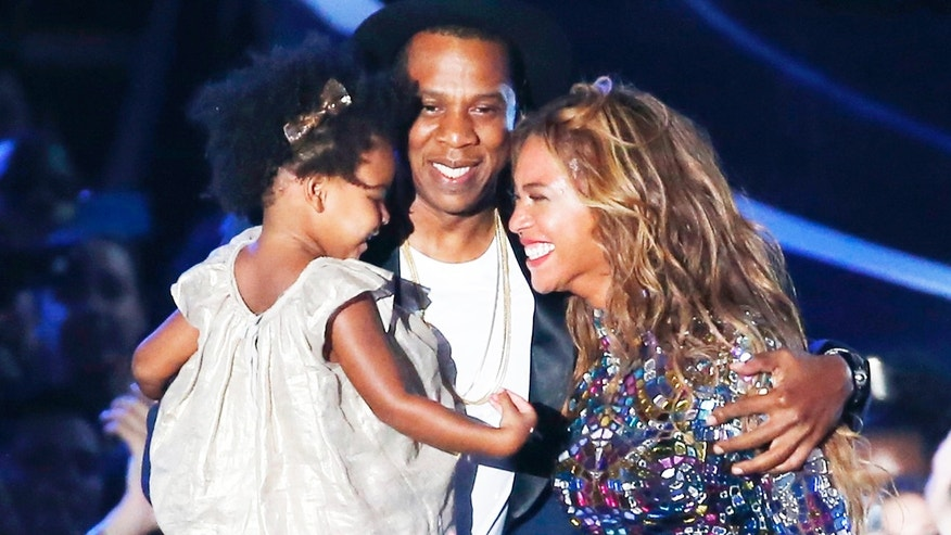 Superstars Beyonce and Jay Z are looking for a luxurious new house for their growing family.