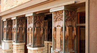 LOak Park, IL, USA March 10, 2008 Frank Lloyd Wright's studio in Oak Park, Illinois shows the details work on the columns outside of the front entrance.