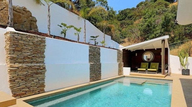 kathy griffin house 3 realtor Comedian Kathy Griffin cuts the price of Her Hollywood Hills home Comedian Kathy Griffin cuts the price of Her Hollywood Hills home 1501262852733