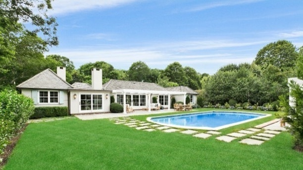Rachael Ray house1 Rachael Ray puts her Hamptons home on the market for $4.9m Rachael Ray puts her Hamptons home on the market for $4.9m 1502148173828