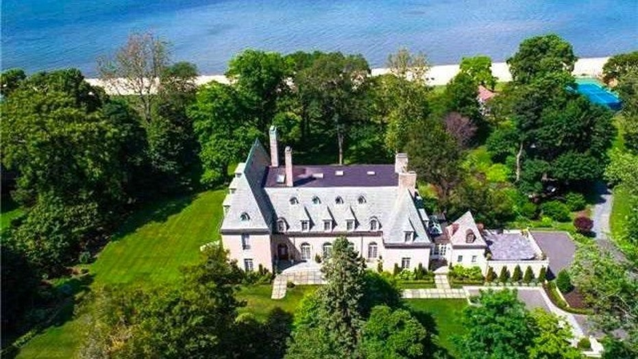 Gatsby Inspired Realtor The Owners Of One Long Island Mansions