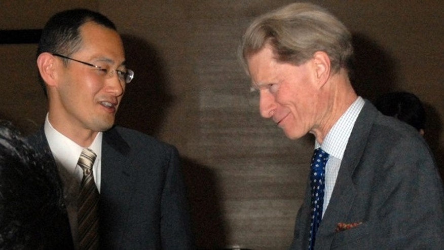 Kyoto University Professor Shinya Yamanaka, left, and British researcher John Gurdon exchange words as they attend a symposium on induced pluripotent stem cell in Tokyo in 2008.