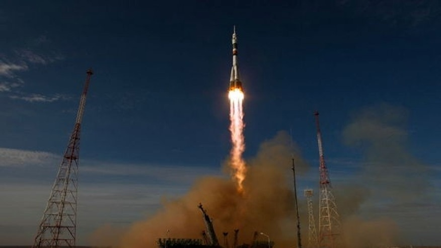 The Soyuz rocket with Expedition 33/34 crew members, Soyuz Commander Oleg Novitskiy, Flight Engineer Kevin Ford of NASA, and Flight Engineer Evgeny Tarelkin of ROSCOSMOS onboard the TMA-06M spacecraft launches to the International Space Station