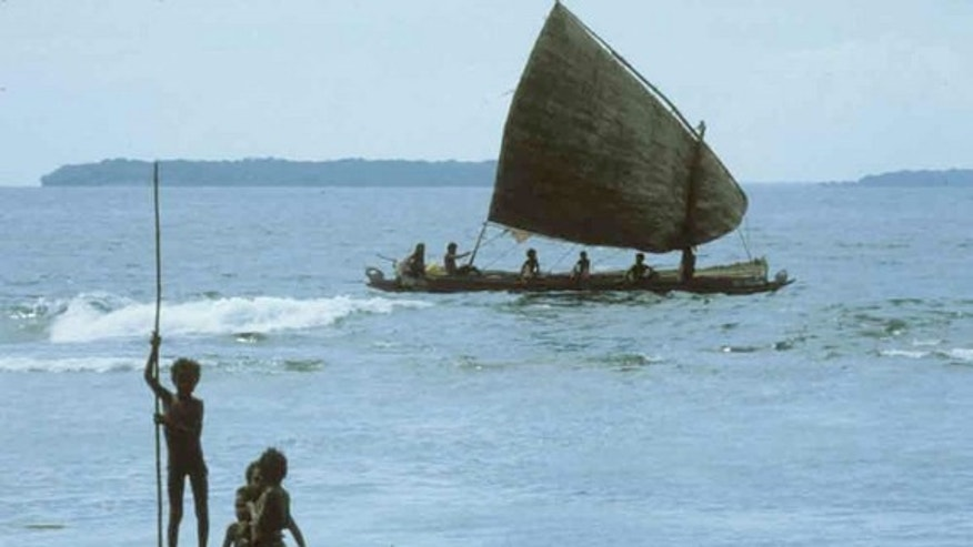 About 4,000 years ago, Australia was no longer connected to the mainland as it had been during the ice age. The immigrants thus crossed the ocean, arriving by boat and possibly carrying dingoes to the island continent.