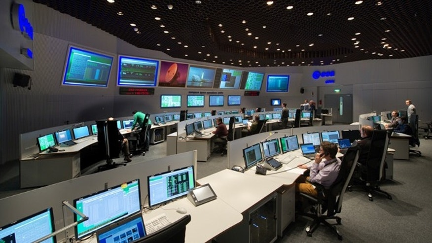 Scientists at ESA's Space Debris Office are closely monitoring the re-entry of the GOCE satellite.