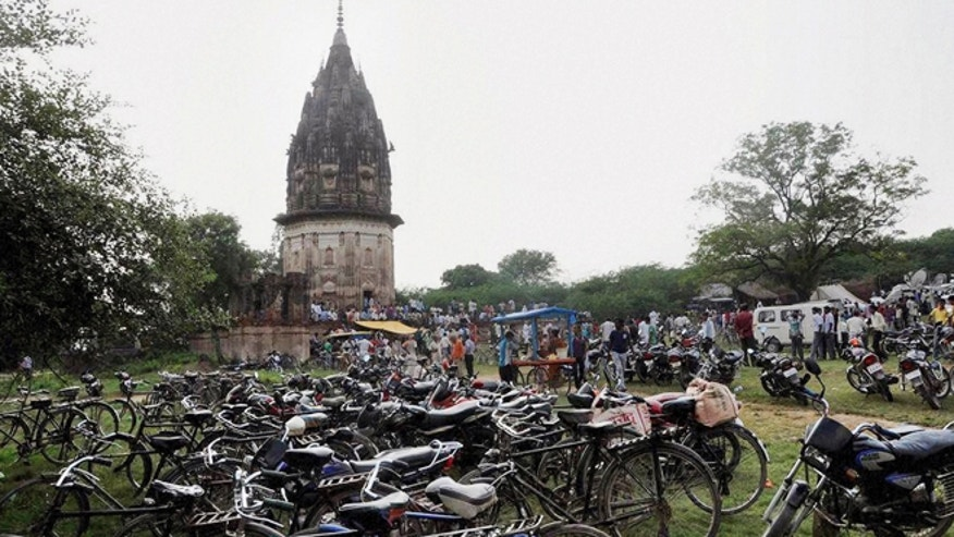 Oct. 17, 2013: People visit the fort of King Rao Ram Baksh Singh in Unnao in the northern state of Uttar Pradesh state, India. Archaeologists began digging for treasure beneath the 19th century fort on Friday, after a popular Hindu holy man said a former king appeared to him in a dream and told him of the cache.