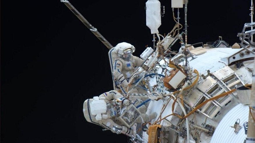 Dec. 27, 2013: American astronaut Rick Matracchio tweeted this picture of Russian spacewalkers attempting to install a pair of high resolution cameras to the outside of the space station.