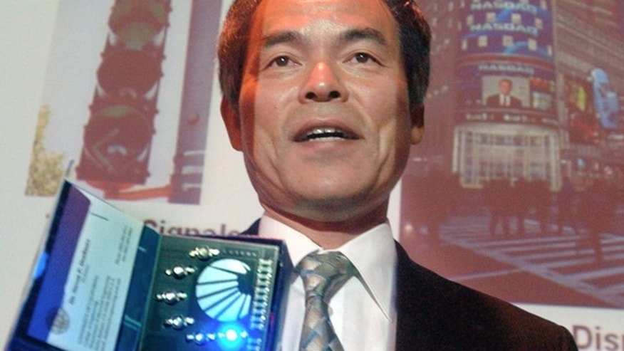 FILE - In this June 15, 2006 file photo, Prof. Shuji Nakamura demonstrates different LED lights during a presentation in Santa Barbara, Calif. Nakamura along with Isamu Akasaki and Hiroshi Amano of Japan won the Nobel Prize in physics Tuesday for the invention of blue light-emitting diodes, a new energy efficient and environment-friendly light source. (AP Photo/The News Press, Steve Malone, File)