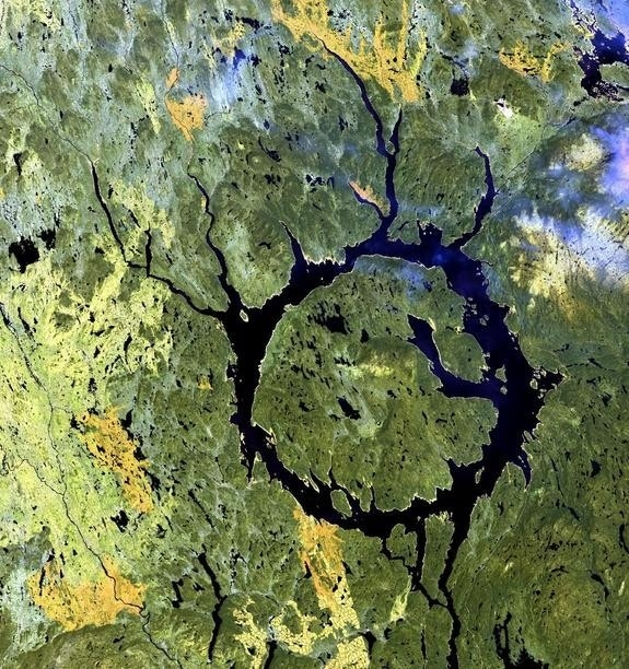 Rare mineral discovered in ancient meteorite impact crater