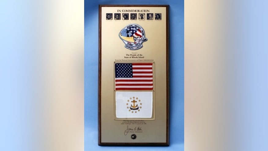 An example of the Challenger STS 51-L flags and patch plaques presented by NASA to the U.S. states and territories.