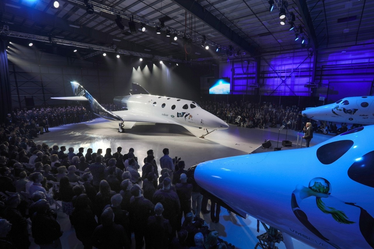 Virgin galactic unveils new spaceshiptwo spaceplane fox news for Passengers spaceship