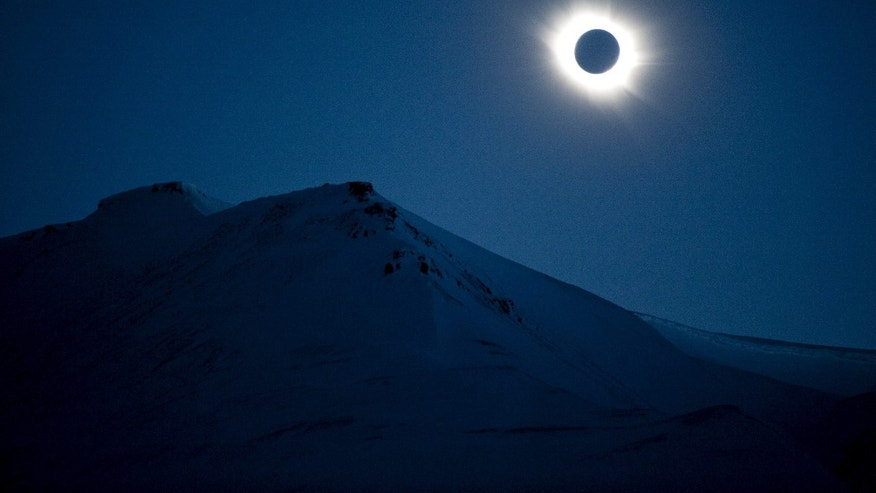 A total solar eclipse is seen in Longyearbyen on Svalbard March 20, 2015. (REUTERS/Jon Olav Nesvold/NTB scanpix)