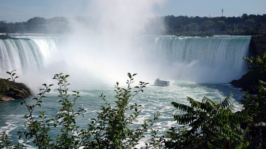 """The """"Maid of the Mist"""" boat ventures at the bottom of the Horseshoe Falls, Canadian side, at Niagara Falls, Ontario, Canada, August 21, 2015. (REUTERS/Charles Platiau)"""