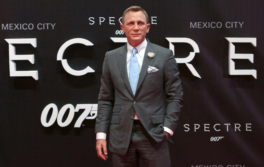 "Actor Daniel Craig poses for photographers on the red carpet at the Mexican premiere of the new James Bond 007 film ""Spectre"" in Mexico City, November 2, 2015. REUTERS/Ginnette Riquelme - RTX1UHGB"