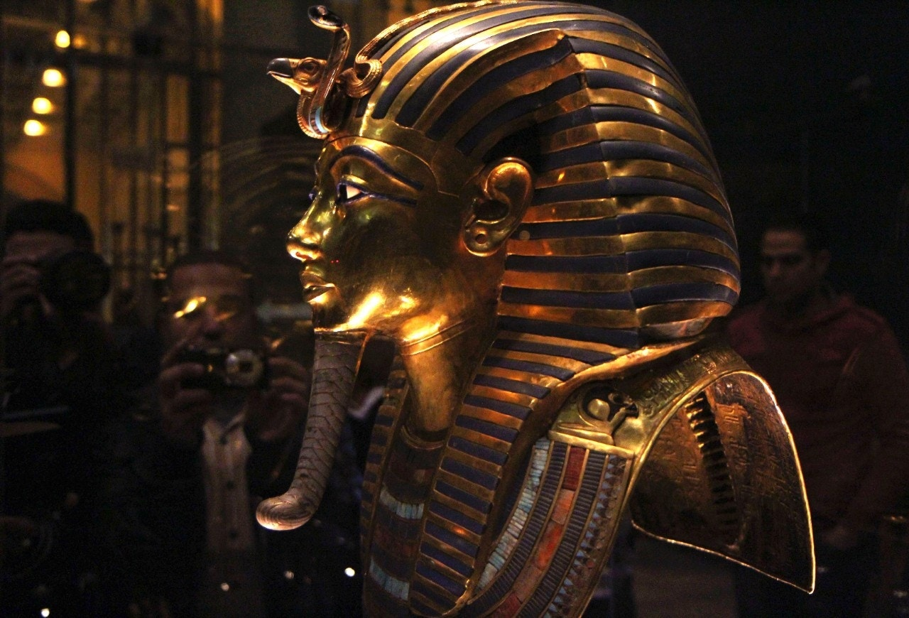 Archaeologists clash in Egypt over King Tut tomb theory