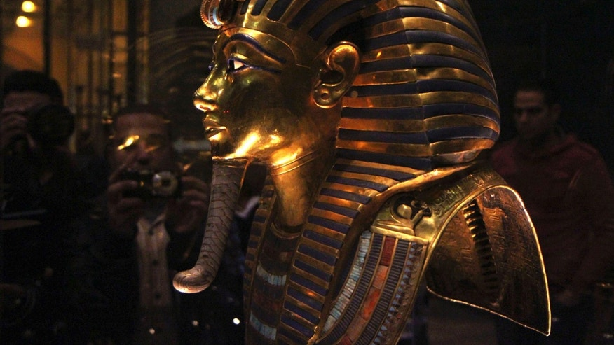 File photo - The golden mask of Pharaoh Tutankhamen is seen on display at the Egyptian Museum in Cairo, Jan. 24, 2015. (REUTERS/Al Youm Al Saabi Newspaper)