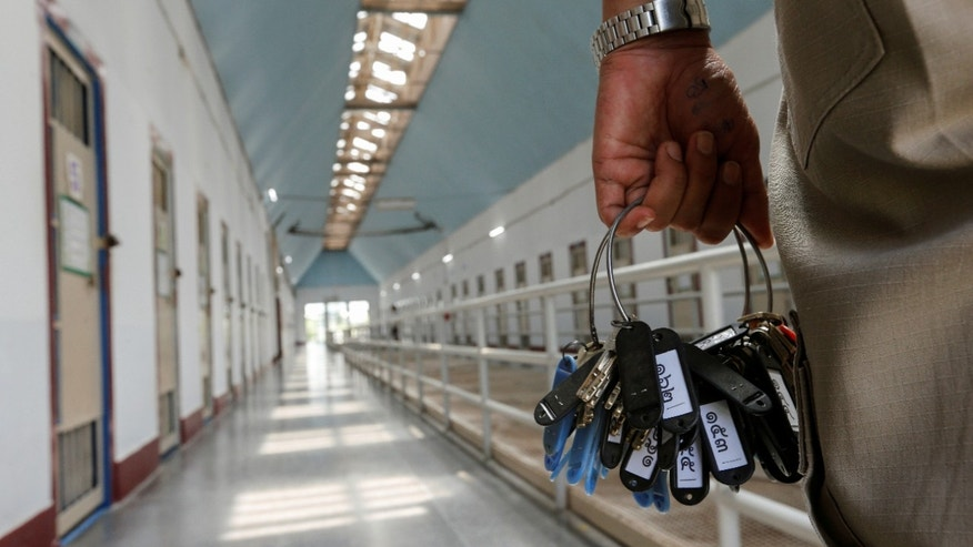 File photo: A guard holds keys in the long-term sentence zone inside Klong Prem high-security prison in Bangkok, Thailand July 12, 2016.