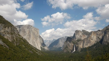 Yosemite Valley, with its landmarks El Capitan (L), Half Dome (C) and Bridalveil Fall (R), is seen in Yosemite National Park in California April 19, 2008.     REUTERS/Darrin Zammit Lupi (UNITED STATES) - RTR1ZOPQ
